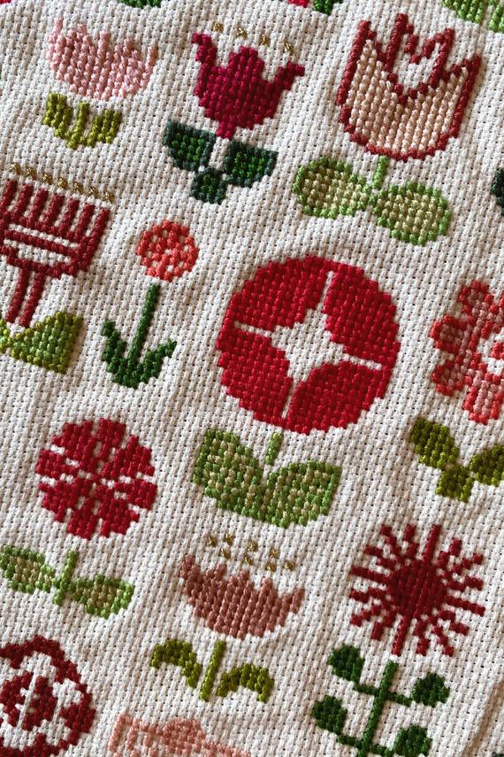 Folk flowers cross stitch